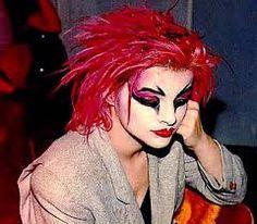 Nina Hagen  es una cantante alemana, famosa por su mezcla de estilo punk y canto operístico.su musica se basa en una disonante mezcla de punk, funk y ópera