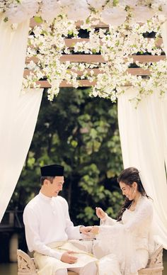 It's such a joy to see couples moving away from the conventional ways of religious wedding ceremonies. Why envy others with their dream wedding when you can write down all the things you like and s…