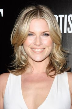 Famous Actress Ali Larter From Old Heroes Tv Show looking and wearing Peachy Keen. Ali Larter, Lips Photo, Dark Skin Tone, Nude Lipstick, Photo Makeup, Celebrity Makeup, Dream Hair, Celebrity Hairstyles, Cut And Color