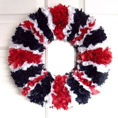 Very Fashionable and Sophisticated Union Jack Fabric Wreath If you are looking for a unique and fashionable way to accessorise your home, Grab yourself a Union Jack wreath and fly the flag so to speak in a way that you and your guests can enjoy. Flag Wreath, Diy Wreath, Door Wreaths, Wreath Ideas, Union Jack Decor, Royal Tea Parties, British Party, British Decor, Queen 90th Birthday