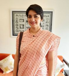 Evergreen cotton print pattern blouse never out of style! – LIFESTYLE Vlogs kalamkari & cotton print pattern blouse to try this summer 2020 . Try this look at SM Studio Now try this different looks of kalamkari, ikat print blouse for all those sunn… Saree Jacket Designs, Cotton Saree Blouse Designs, Saree Blouse Patterns, Designer Blouse Patterns, Designer Saree Blouses, Sari Design, Diy Design, Interior Design, Simple Blouse Designs