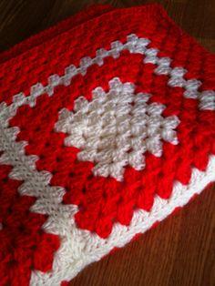 Granny's Classic Christmas Blanket/Afghan - Crochet