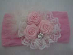 Faixa de meia de seda rosa e flor de cetim rosa R$ 11,61