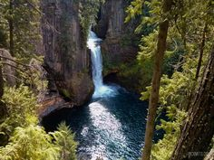 Toketee Falls makes the perfect stopping point en route to Crater Lake from Roseburg, Oregon. Get out, stretch your legs and see something beautiful.