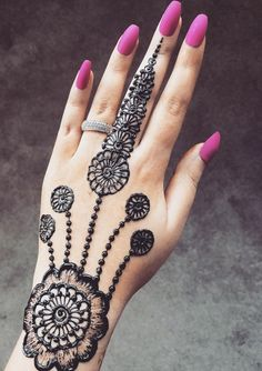Check beautiful & simple arabic mehndi designs 2020 that can be tried on wedding. Shaadidukaan is offering variety of latest Arabic mehandi design photos for hands & legs. Henna Hand Designs, Dulhan Mehndi Designs, Mehandi Designs, Best Arabic Mehndi Designs, Pretty Henna Designs, Mehndi Designs Finger, Henna Tattoo Designs Simple, Full Hand Mehndi Designs, Mehndi Designs For Girls