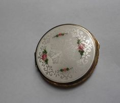 VINTAGE-GUILLOCHE-ENAMELED-ROUGE-COMPACT-no-reserve