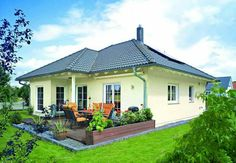Casa tip bungalow Style At Home, Bungalows, Design Case, Home Fashion, Portal, Cottage, Exterior, Mansions, House Styles
