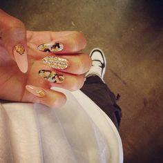 Celebrity nails – Glam it up! with Zendaya Dope Nails, Nails On Fleek, Fun Nails, Pretty Nails, Gorgeous Nails, Oval Nails, Diamond Nails, Nail Swag, Zendaya Coleman