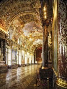 """La """"salle des Illustres"""" est la salle des mariages de l'hôtel de ville de Toulouse, appelé aussi le Capitole © D. Viet #visiteztoulouse #toulouse"""