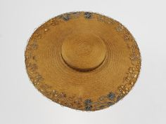 Bergère (straw hat), probably Great Britain or Italy, 1775-1800. Straw hat, shallow crown and wide brim, trimmed with straw sheet and straw thread appliqué around edge of brim and crown.
