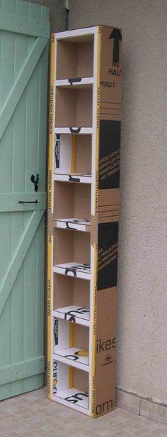 Maak zelf een kast van karton (handig als je bijv. bij Ikea grote pakketten hebt gekocht; van het karton maak je je eigen boekenkast)