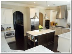 Sherwin Williams Agreeable Gray (walls) and Divine White (cabinets) kitchen paint colors Bright Kitchens, Dream Kitchen, Beautiful Houses Interior, Home, New Kitchen, Home Kitchens, Kitchen Layout, Modern Kitchen Design, Kitchen Design