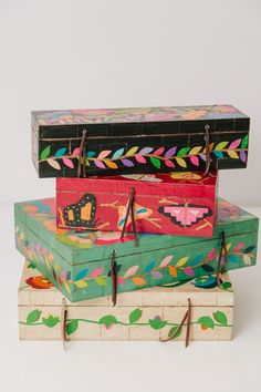 Caja de madera grande Painted Boxes, Wooden Boxes, Hand Painted, Boho Decor, Art Decor, Wooden Box Designs, Wooden Painting, Posca Art, Altered Boxes