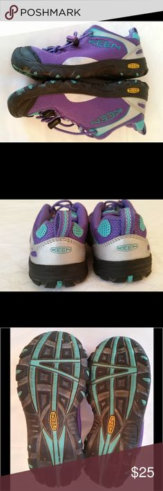 Keen Size 12 girls shoes Excellent condition. Great shoes for back to school. Keen Shoes