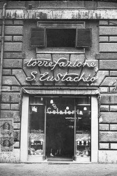 Beber y vivir el café, San't Eustachio, Roma.