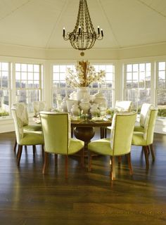 Design Chic: Things We Love: Round Dining Tables