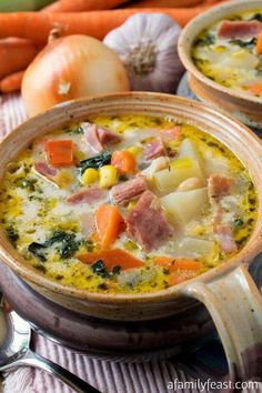Ham and Vegetable Soup - A delicious soup, perfect for using up a leftover ham bone! Filled with lots of healthy vegetables in a creamy broth. Ham and Vegetable Soup - A Family Feast® Anita Andersen tisinow Favorite Recipes Ham and Vegetable Soup - Ham Bone Soup, Ham Soup, Turkey Soup, Ham And Potato Soup, Hearty Soup Recipes, Vegetable Soup Recipes, Veggie Soup, Ham Bone Recipes, Recipes With Ham