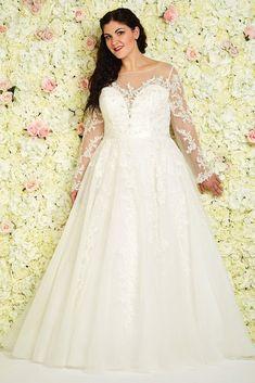 Las Vegas Wedding Dress Trends, Designer Wedding Dresses, Bridal Dresses, Las Vegas, Vegas Dresses, Bridal Dress Design, Popular Dresses, Stunning Dresses, Vintage Dresses