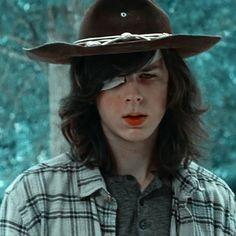 Carl Grimes, City Iphone Wallpaper, Carl The Walking Dead, Riggs Chandler, Really Hot Guys, Luke Hemmings, Cowboy Hats, Icons, Random