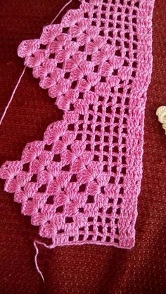 If you looking for a great border for either your crochet or knitting project, check this interesting pattern out. When you see the tutorial you will see that you will use both the knitting needle and crochet hook to work on the the wavy border. Crochet Boarders, Crochet Edging Patterns, Crochet Lace Edging, Cotton Crochet, Love Crochet, Crochet Shawl, Crochet Doilies, Easy Crochet, Crochet Stitches