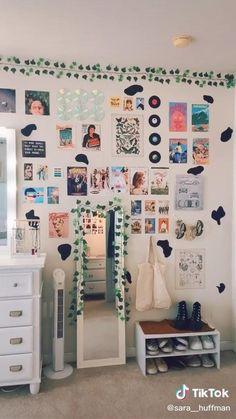 Cute Bedroom Decor, Room Ideas Bedroom, Room Decor Bedroom, Girls Bedroom, Bedroom Inspo, Bedroom Picture Walls, Bedrooms, Decorating Walls In Bedroom, Teen Music Bedroom