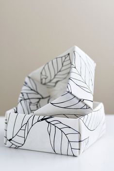 DIY: So einfach stellst du Origami Stoff her! DIY: That's how easy you make origami fabric! Origami Rose, Diy Origami, Origami Simple, Origami Star Box, Fabric Origami, Origami Paper, Diy Craft Projects, Diy And Crafts, Paper Crafts