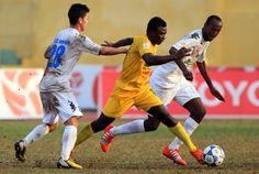 Hai bàn thắng cuối hiệp hai của Quốc Phương và Văn Tân giúp đội chủ nhà Thanh Hóa giành chiến thắng 2-1 ở vòng năm V-League 2015 chiều 25/1. http://ole.vn/nhan-dinh-bong-da.html http://ole.vn/lich-phat-song-bong-da.html