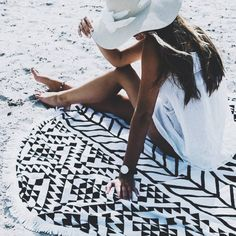 Sittin on a Roundie by the sea #thebeachpeople @bydavina