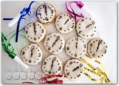 Such a cute idea for New Years Eve! - or snack time to reinforce telling time :-)