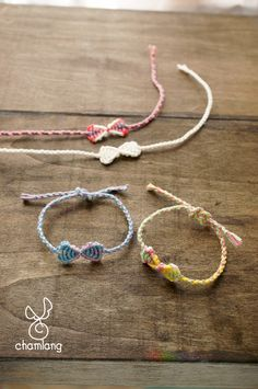 Darling Make Alphabet Friendship Bracelets Ideas. Wonderful Make Alphabet Friendship Bracelets Ideas. Embroidery Shop, Learn Embroidery, Bracelet Making, Jewelry Making, Heart Friendship Bracelets, Embroidery Floss Bracelets, Macrame Bracelet Patterns, Bracelets With Meaning, Kawaii Jewelry
