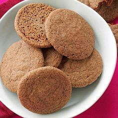 Chocolate Chai Snickerdoodles Recipe- Recipes I used to think snickerdoodles could never be improved -- that is until I added some chocolate. While they're baking, the aromas of chocolate mixed with warming spices reminds me of a cup of hot chai tea. How To Make Snickerdoodles, Baking Secrets, Baking Tips, Bread Baking, Best Snickerdoodle Cookies, Cookie Recipes, Dessert Recipes, Cookie Ideas, Delicious Desserts