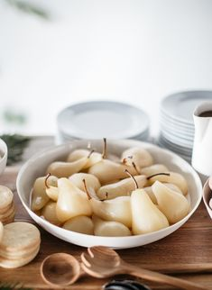 vanilla poached pears with mascarpone