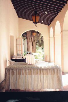 Cocktail hour under the patio #kellogghouse #wedding #weddingvenue #love #marriage #events #venue #decor #reception