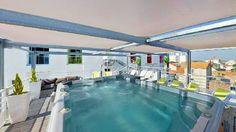 Swim spa Jacuzzi Ocean. La piscina de hidromasaje Ocean ofrece todas las ventajas de una piscina y de un spa, podrá nadar y disfrutar de hidromasajes al mismo tiempo. Su gran capacidad, 9 plazas, le permitirá disfrutar de él junto a sus amigos.