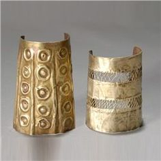 Two ancient Andean wrist guards or cuffs, Moche or related people, Peru (circa 400 - 1100 AD) Gold and silver. Tribal Jewelry, Jewelry Art, Gold Jewelry, Jewelry Accessories, Fashion Jewelry, Feather Jewelry, Ancient Jewelry, Antique Jewelry, Vintage Jewelry