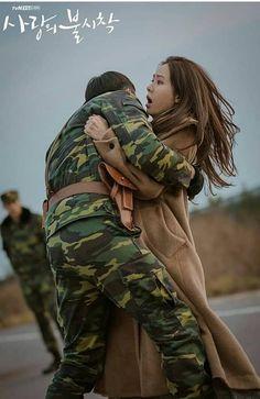 Hyun Bin - Son Ye Jin (Crash landing on you) Hyun Bin, Jung Hyun, Jung Yong Hwa, Korean Drama Movies, Korean Actors, Korean Dramas, Drama Stage, Best Kdrama, Kim Sun