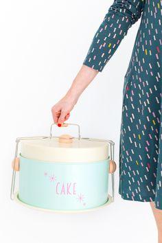 DIY retro cake carrier - cute!