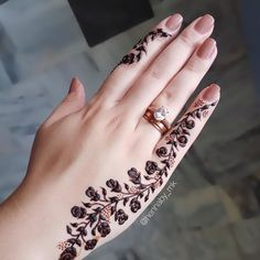 Modern Henna Designs, Henna Tattoo Designs Simple, Rose Mehndi Designs, Basic Mehndi Designs, Finger Henna Designs, Mehndi Designs For Fingers, Henna Art Designs, Stylish Mehndi Designs, Mehndi Designs For Beginners