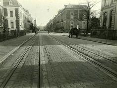 Arnhem. De Parkstraat in 1929. Linksaf en rechtsaf de Kastanjelaan. De rails is van de GSM tramlijn naar Velp en Dieren, met als begin/eindpunt het GSM en latere GTW tramhuisje naast Musis Sacrum