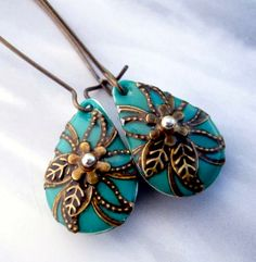 turquoise earrings.... turq is normally paired with silver, but here with bronze... I like.