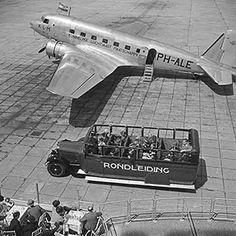 Schiphol, eind jaren dertig en een DC2. Foto Annemie of Helmuth Wolff - © Monica Kaltenschnee