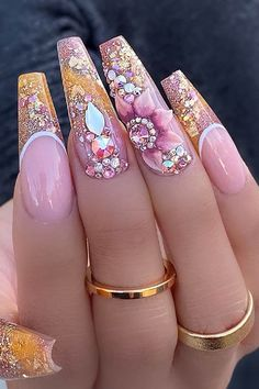 The Collection Of Sexy Stiletto Nails Stiletto Nails are becoming quite the trend for those who love elaborate nail designs! Pink Stiletto Nails, Sparkly Nails, Bling Nails, Coffin Nails, Cute Acrylic Nail Designs, Best Acrylic Nails, Beautiful Nail Designs, Gorgeous Nails, Pretty Nails