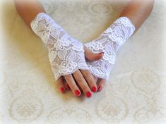 White lace gloves. Fingerless gloves. Bridal gloves. Floral lace mittens. Wedding gloves. Stretch lace gloves. Short gloves. by MissLaceWedding on Etsy