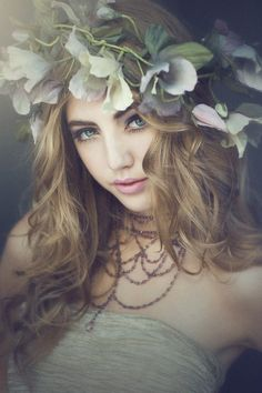it would be nice to have a picture like this but I don't know how to make a flower wreath haha