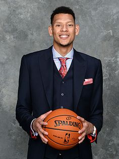 Baylor's Isaiah Austin, diagnosed with Marfan syndrome, receives Ceremonial Pick at 2014 NBA Draft