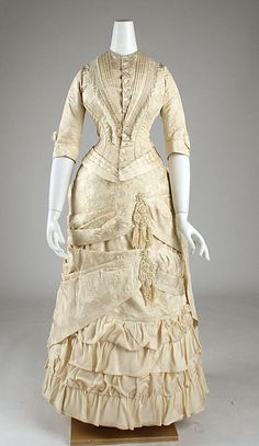 1881 Dress, like I wanted for my 1st wedding but couldn't find anything quite like it in an antique.