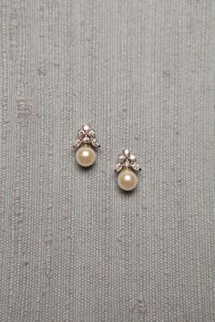 Diamond Jewelry Simple Diamond and Pearl Studs studded with 6 diamonds and a south sea pearl drop Pearl Jewelry, Indian Jewelry, Diamond Jewelry, Wedding Jewelry, Gold Jewelry, Fine Jewelry, Pearl Earrings, Gemstone Jewelry, Diamond Stud Earrings