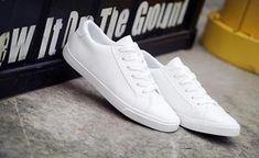 Leather lace-up tenis sneakers White Tennis Shoes, Off White Shoes, White Casual Shoes, Leather And Lace, Pu Leather, Shoe Basket, Professional Shoes, Womens Shoes Wedges, Sandal