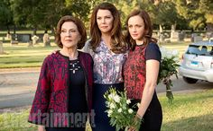 Kelly Bishop, Lauren Graham, and Alexis Bledel - 'Gilmore Girls' -  EW Exclusive First Look Inside Stars Hollow - EW.com                                                                                                                                                                                 Mais