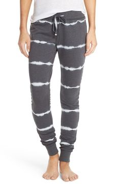 These essential lounge pants are ultra-cozy with a drawstring waist and modern slim fit.
